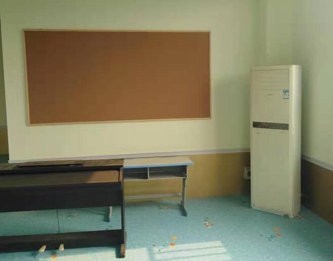 学校 软木板