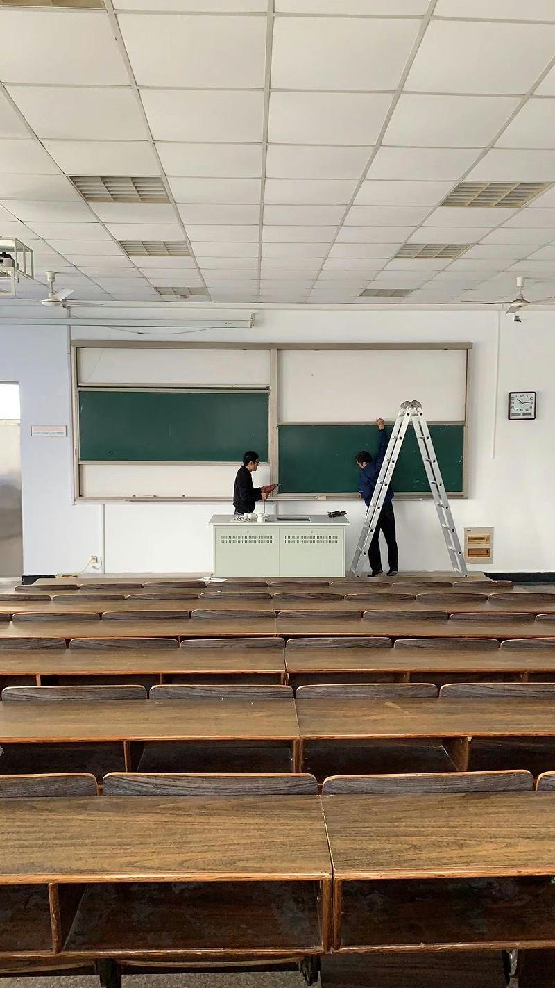 大学升降黑板